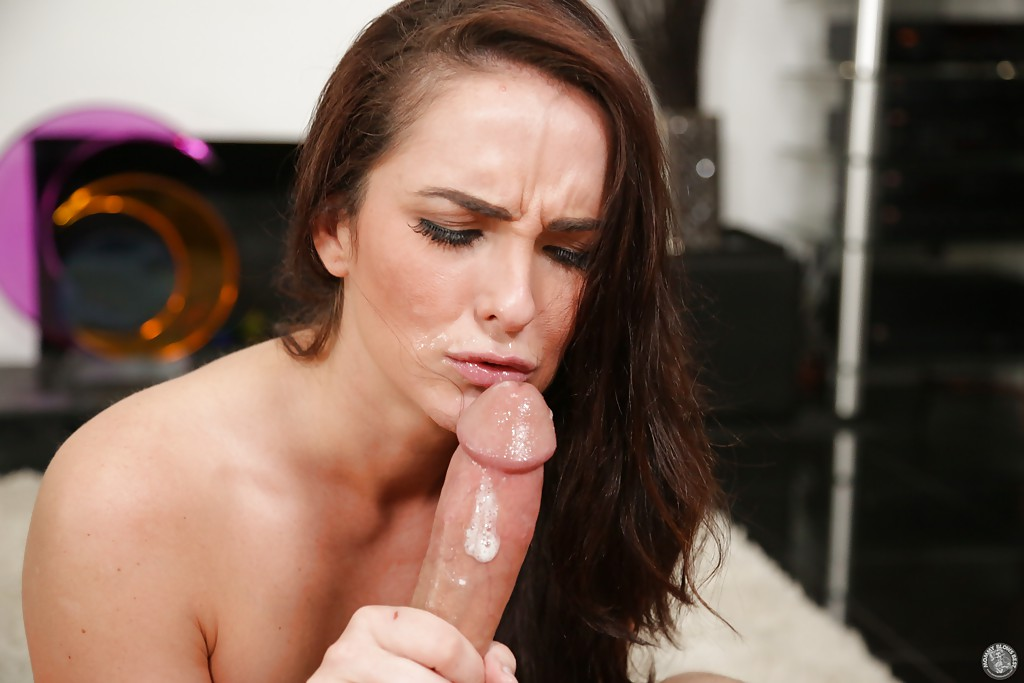 Cum-starving brunette performs a proper blowjob on a big meaty pole