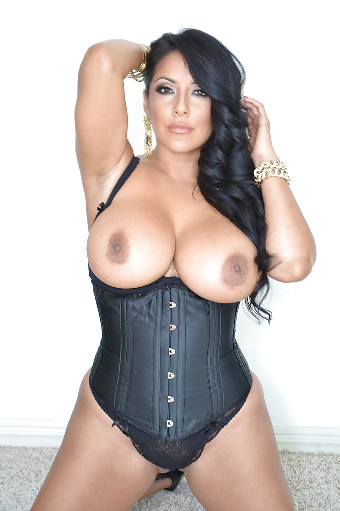 Curvy latina vixen in sexy girdle exposing her huge jugs and ample butt