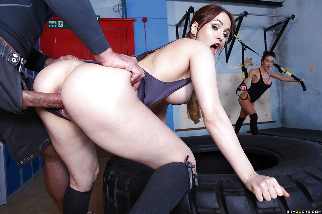 Mature woman fucking with her gym trainer -