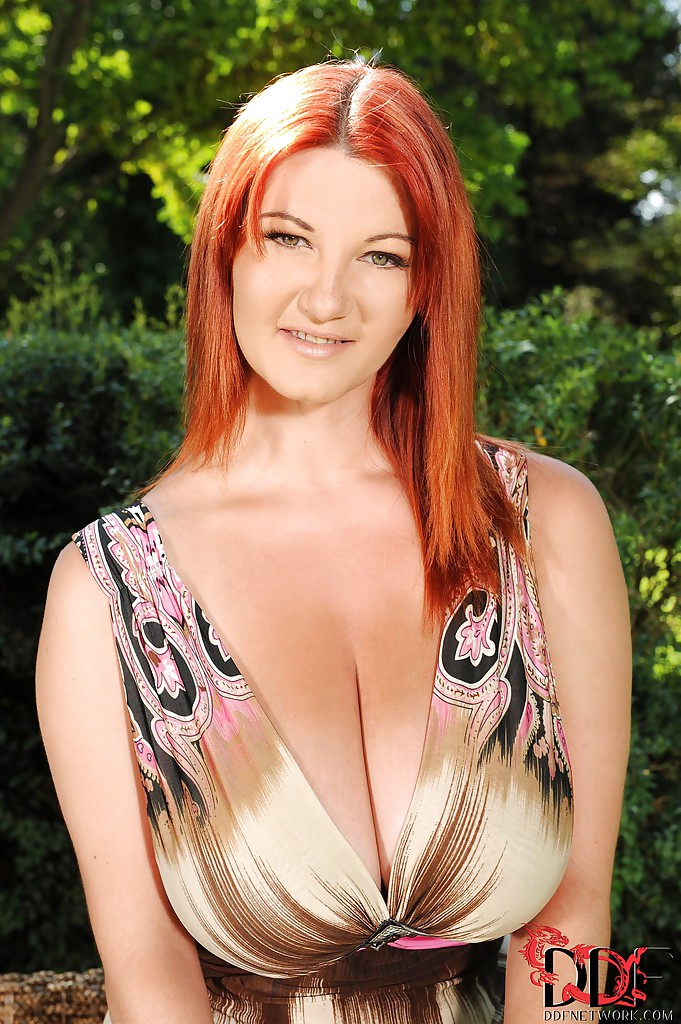 big-breast-naked-red-heads-sarah-lancaster-naked