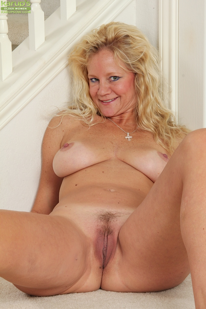 mature blonde woman with nice big tits ali jones shows