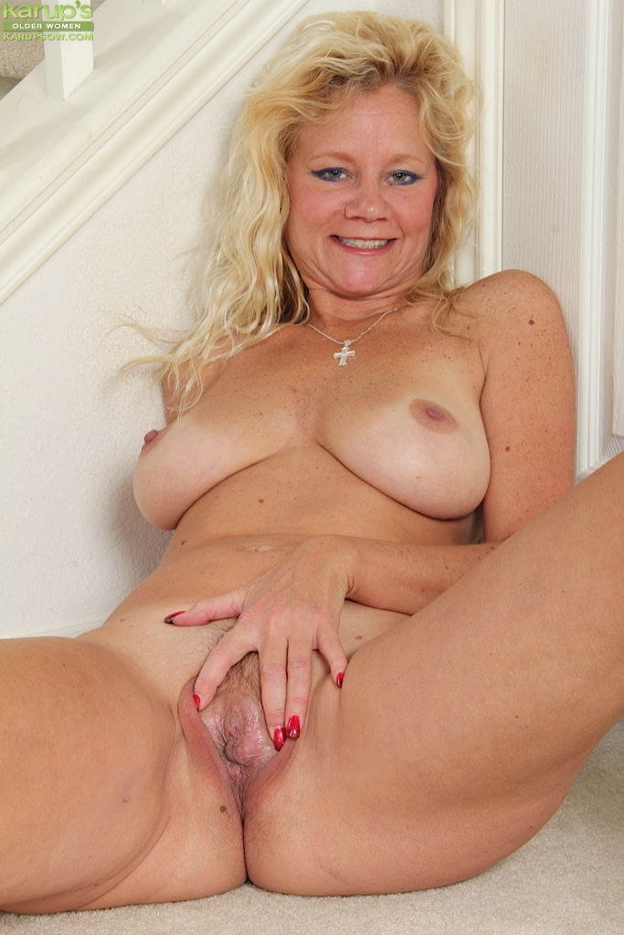 slutty mature blonde ali jones has nice big boobs and