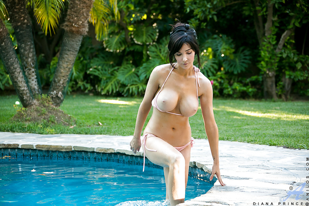 Busty mature milf in pool really pleases