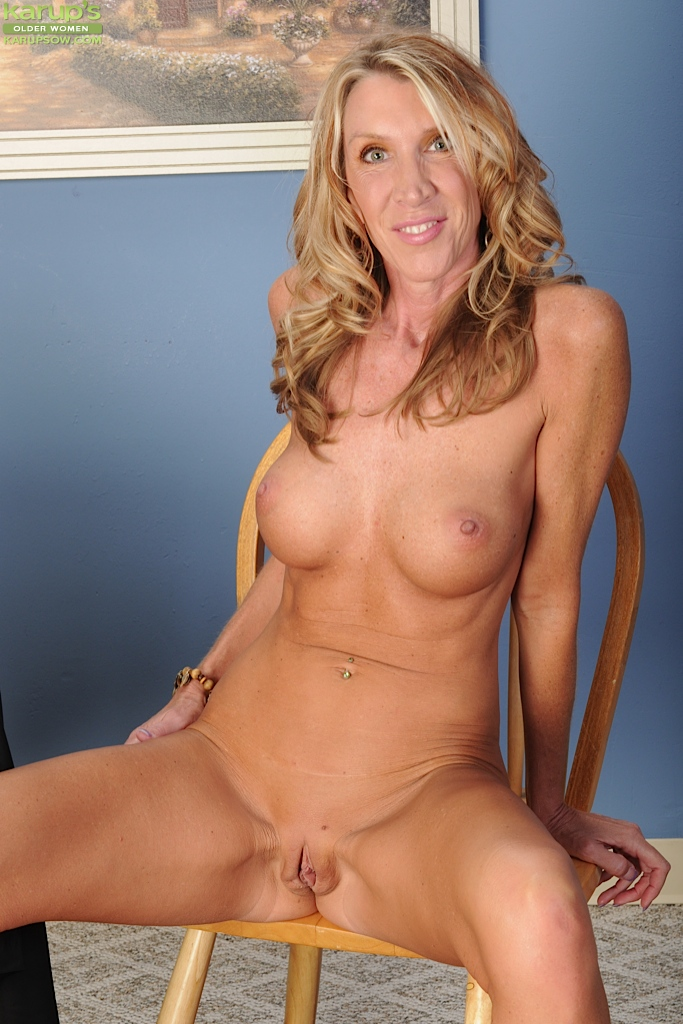 skinny blonde milf naked