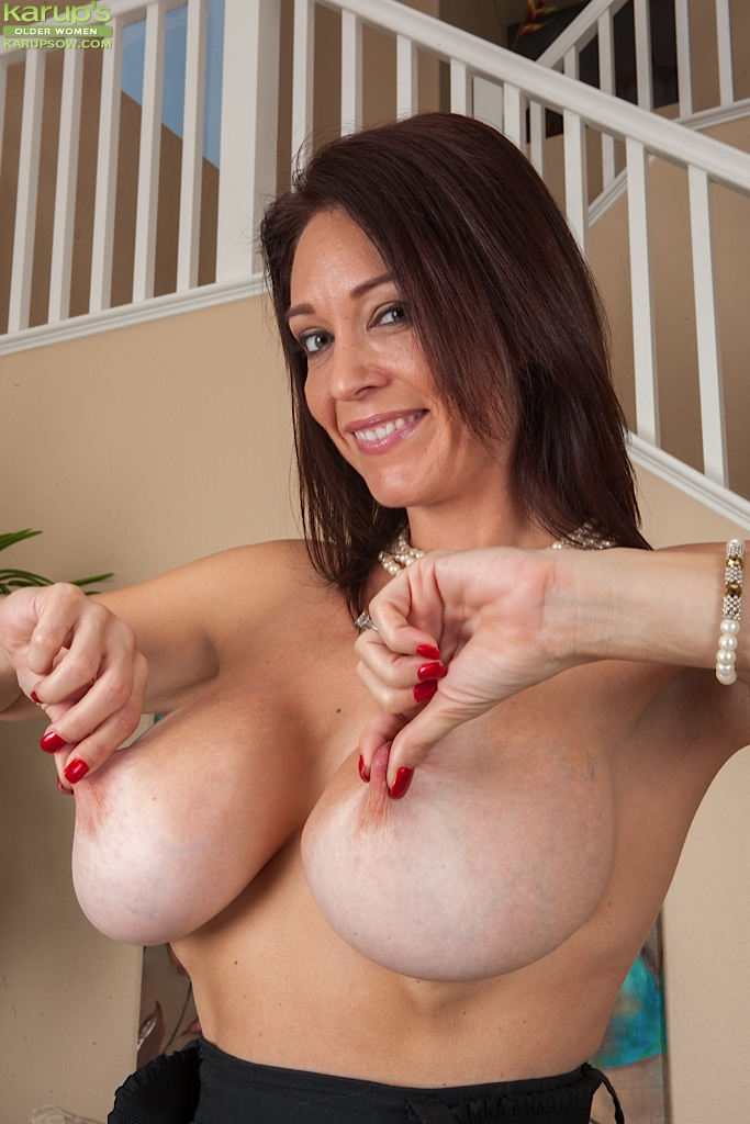 hot older woman naked big boobs