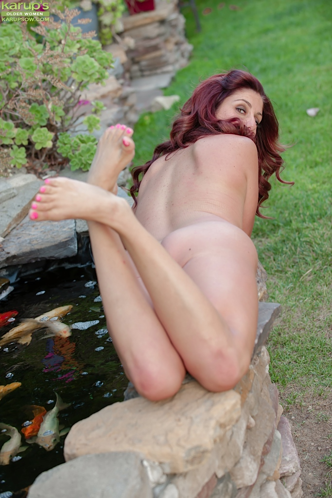Engaging milf Alicia Silver with hot ideas gets naked at the backyard