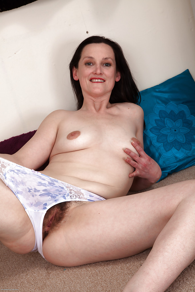 Casually come mature hairy brunette pussy