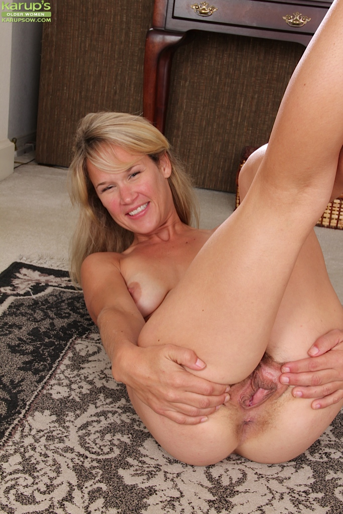 Awesome mature titties tgp
