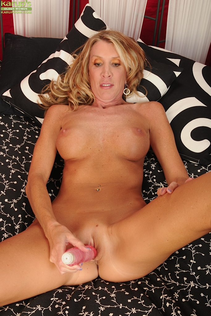 Mature shaved with big labia