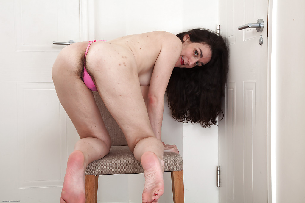 Dark haired mature bitch Rose Valentina is showing her ugly face