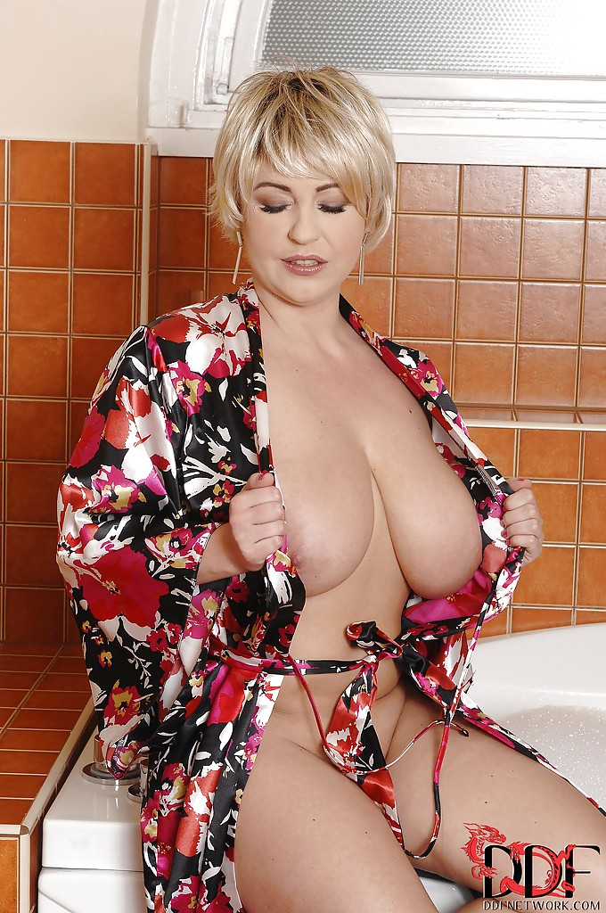 Adult Pictures Of Cross Dressing
