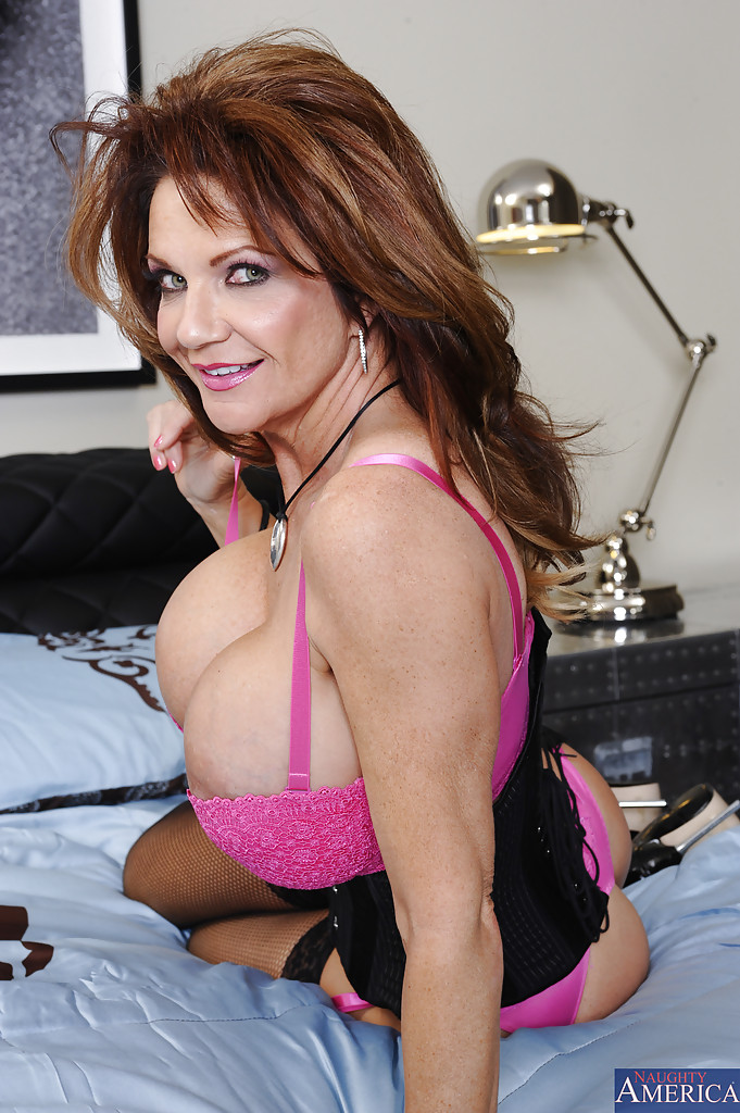 big tits mature wife deauxma is posing in her pink stockings