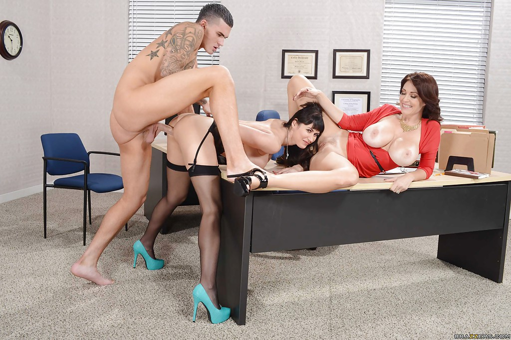 Make naughty office threesome