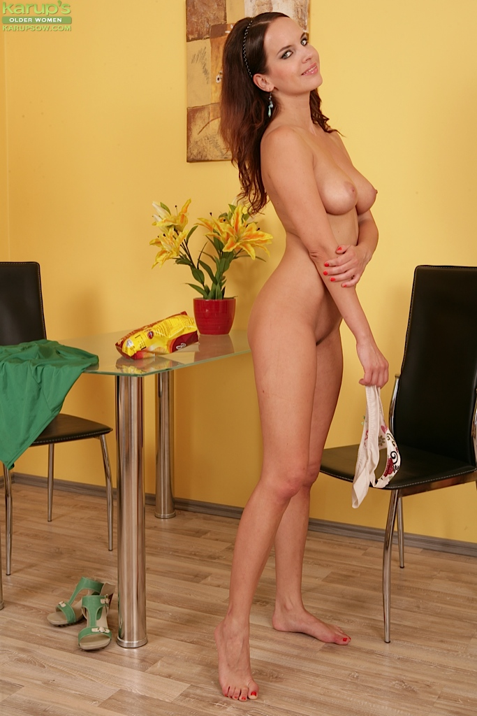 Wonderful Dark-haired Milf Receives Jizz