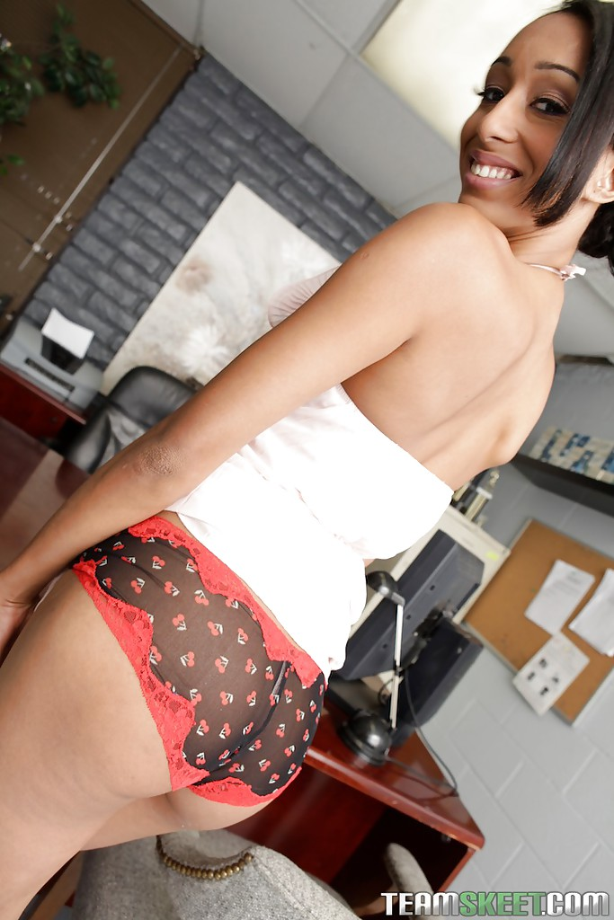 skinny-latina-office-fucktures-long-shot-xxx