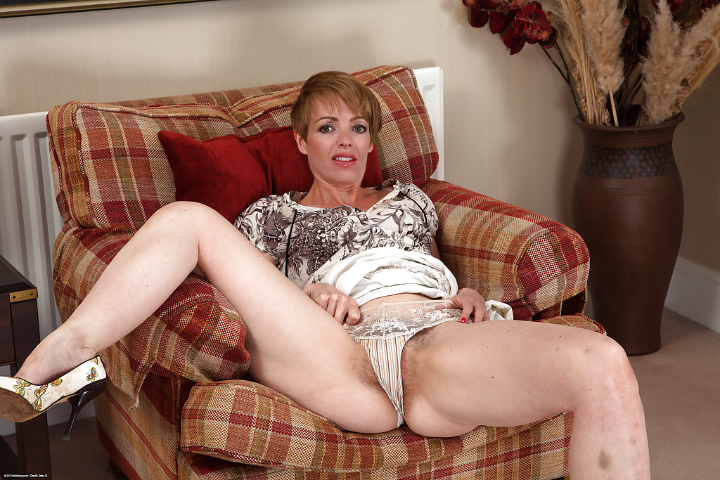 Amateur milf Maria spreads her pale ass to show us her hairy pussy