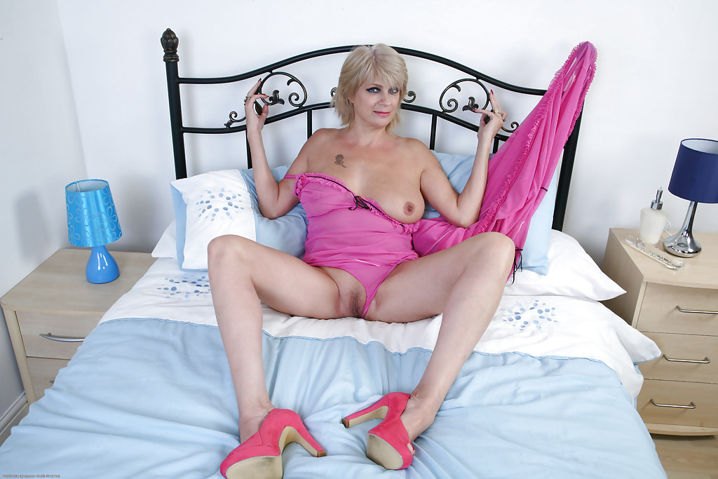 britney-dusty-rose-sexy-mature