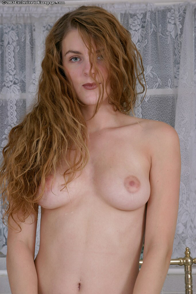 Aimee wants to show her hot forms and to masturbate a little