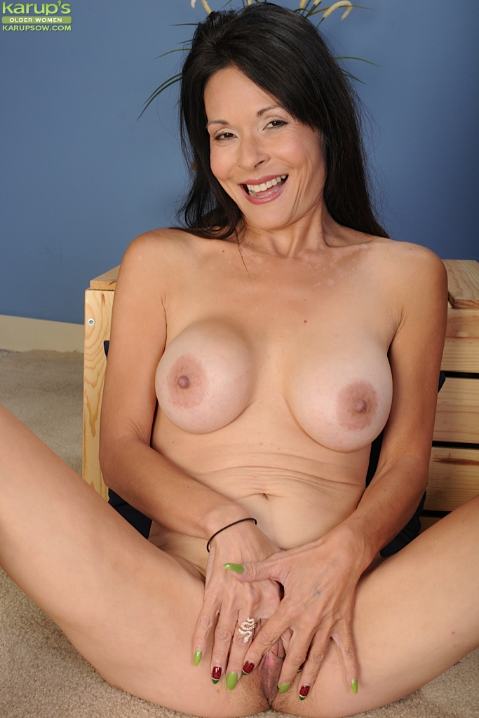 Big beautiful mature tits