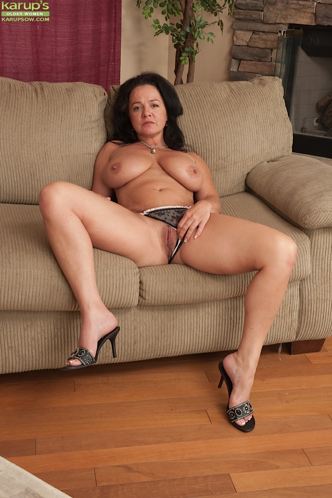 Beautiful nude mature wife congratulate