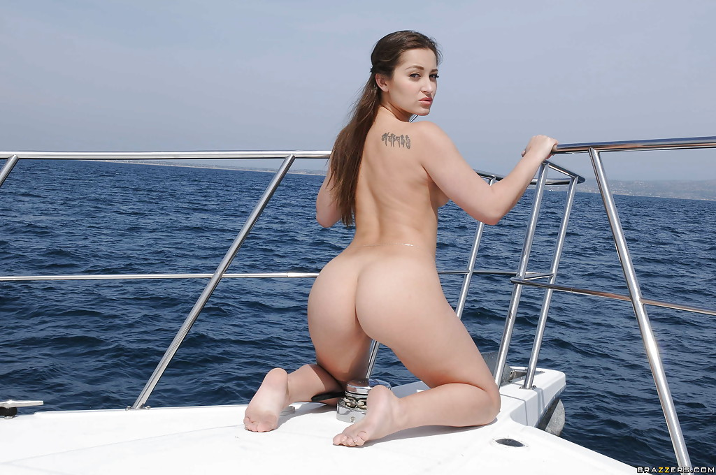 Dani Daniels Teen - ... Masturbating babe Dani Daniels does it on a boat outdoor ...