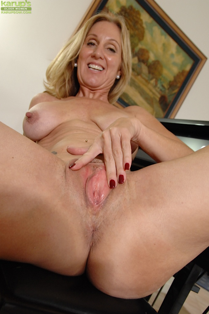 Homemade Big Tits Mature Doggy