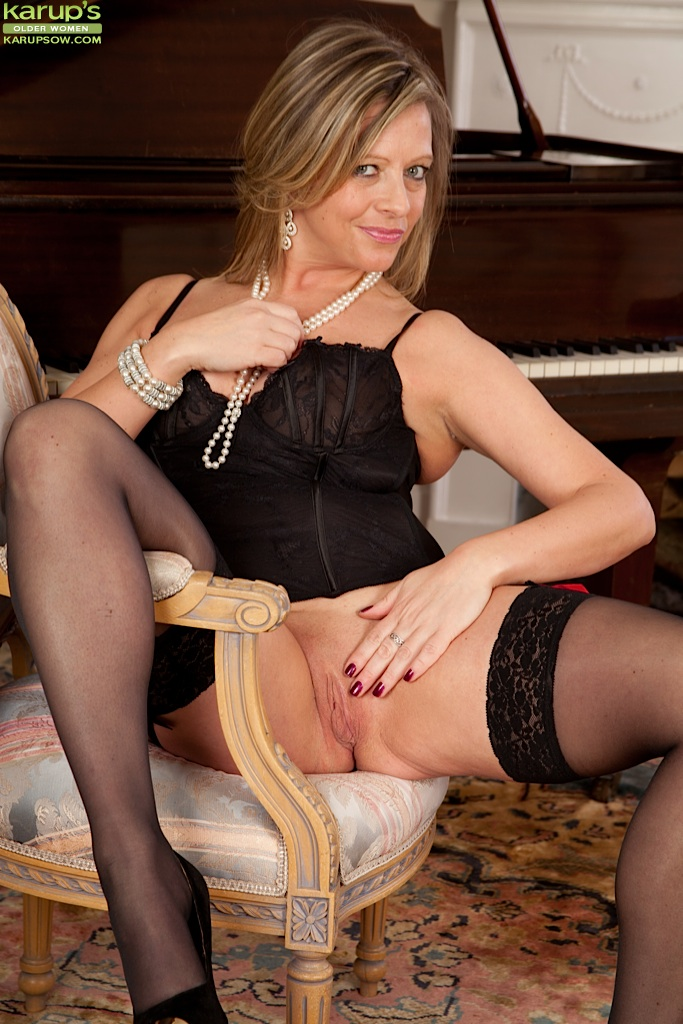 Cougar Stockings Pics