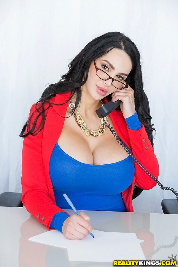 Amy anderssen in gallery bolt on tits picture