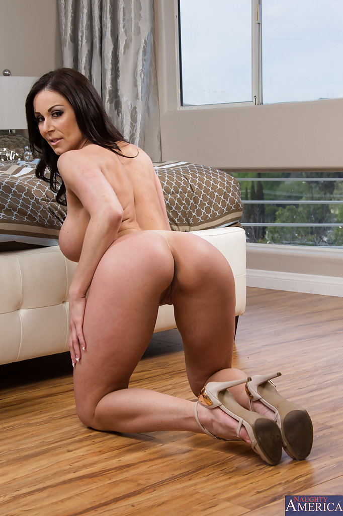 hot-pornstars-naked-bending-do-big-ass