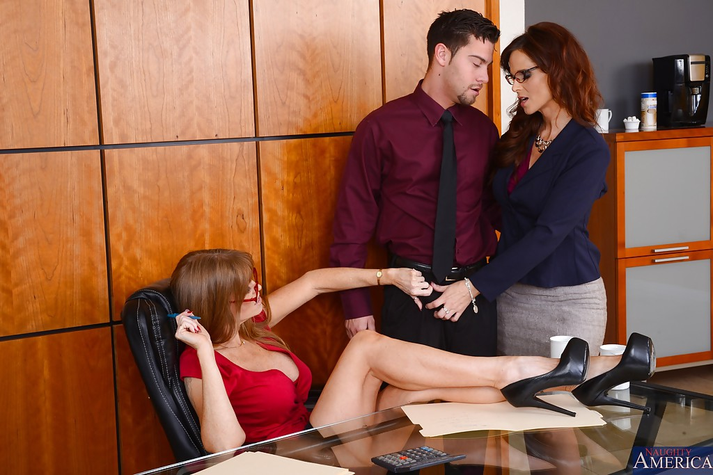 office guys enjoy blowjob