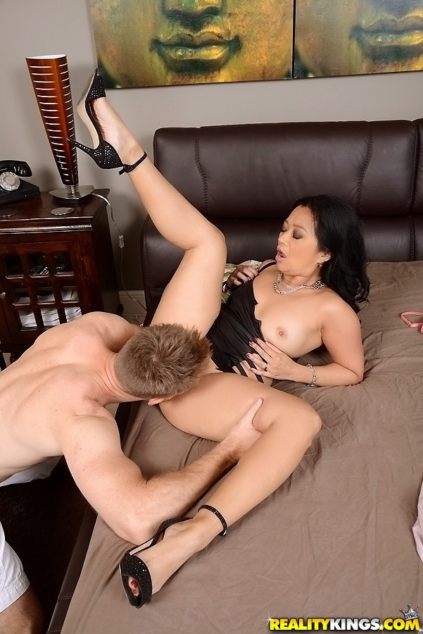 Asa akira gives an amazing nuru massage 5
