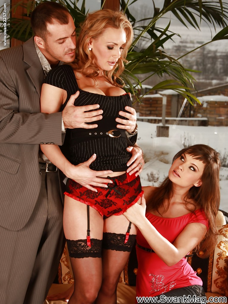 Awesome milf threesome