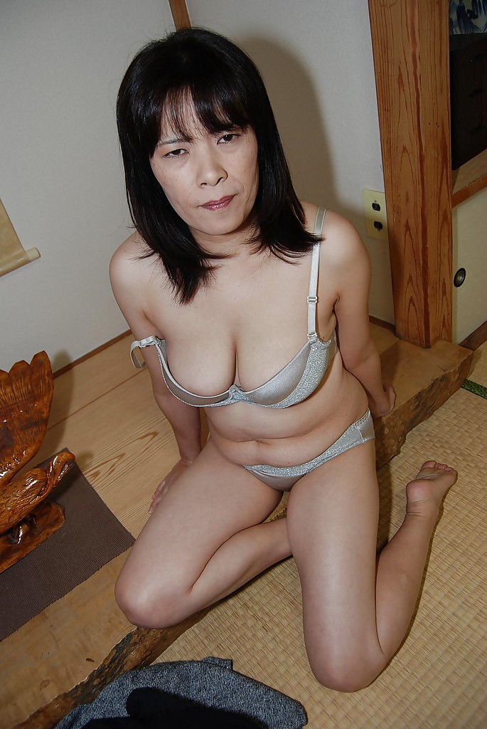 Hairy chinese milf nude on webcam videos