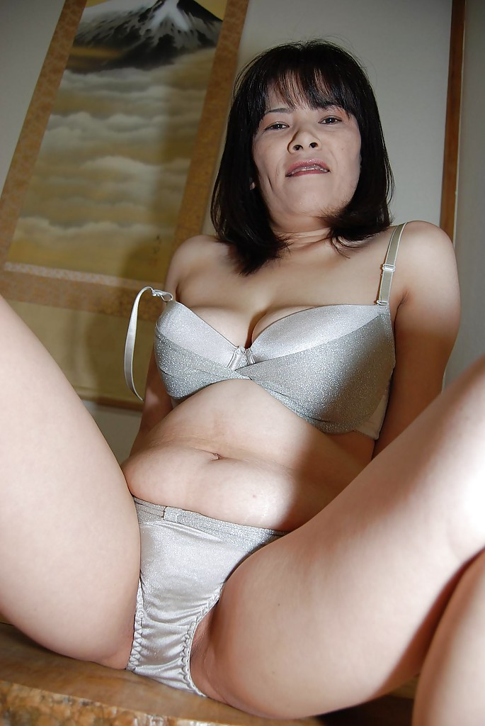 asian big milf - ... Asian milf Yumiko undressing her big boobs and hairy pussy ...