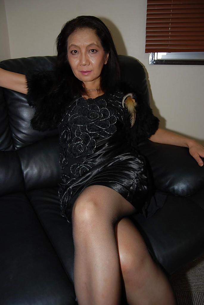 Mature asian nylon feet