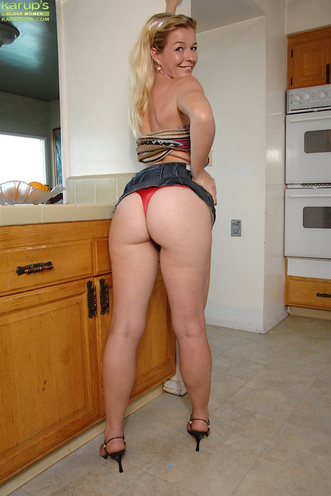 nude mom her big butt big ass