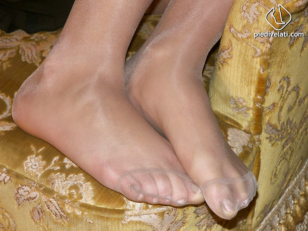 Beautiful feet pantyhose