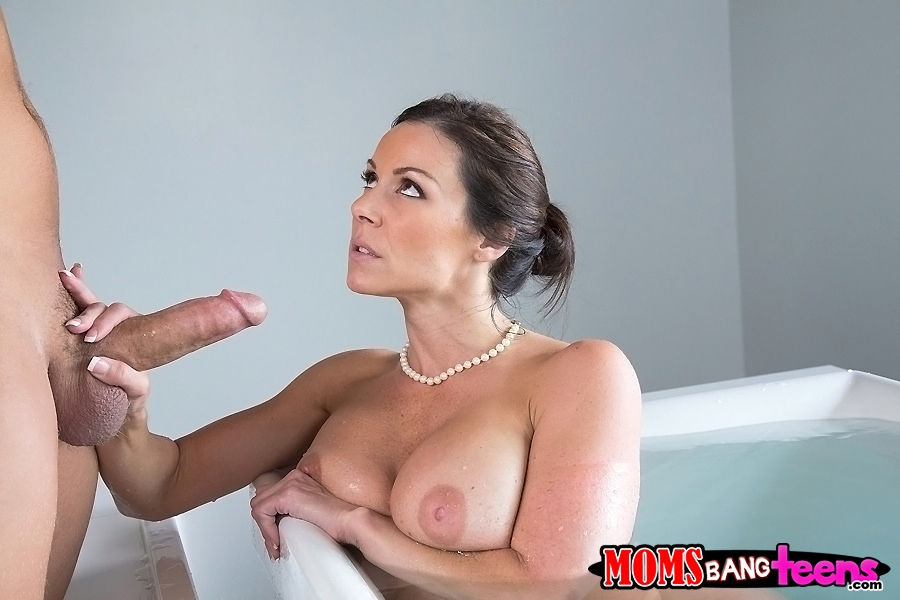 Mature gives wet blowjob