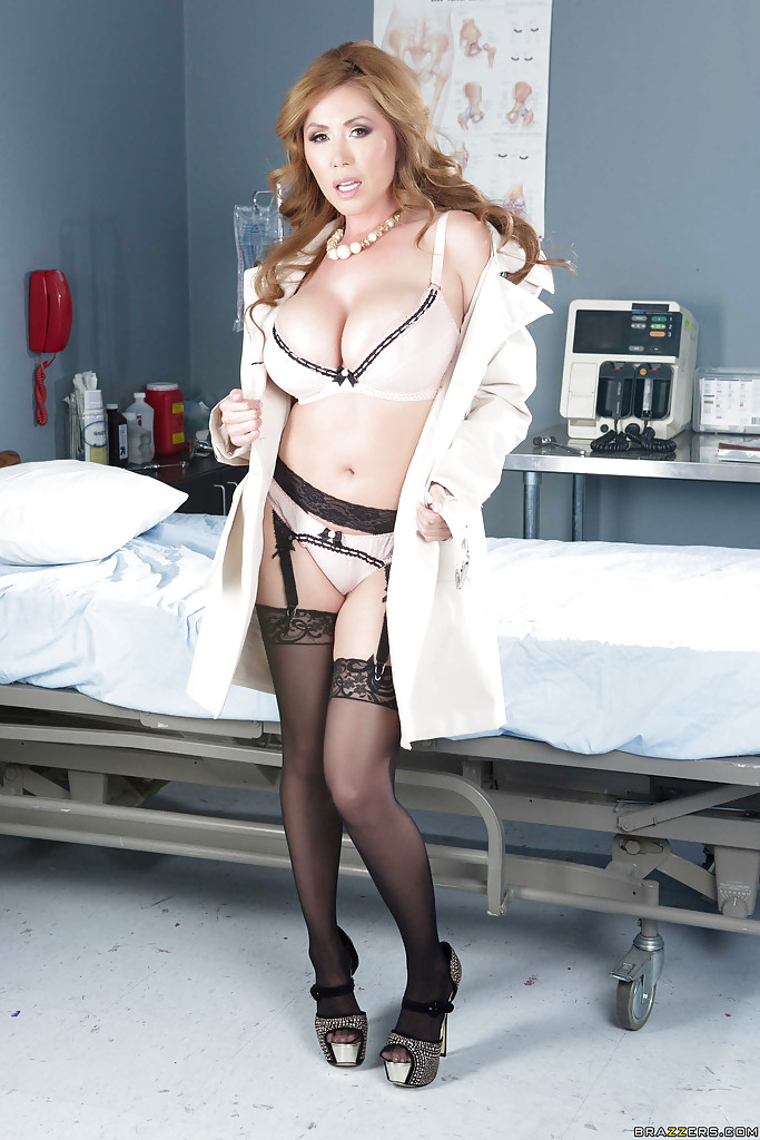 Adult Frindfinder Kianna Dior In Stockings