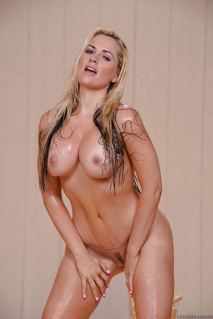Blondie w big titties gets fuct hard 420 10