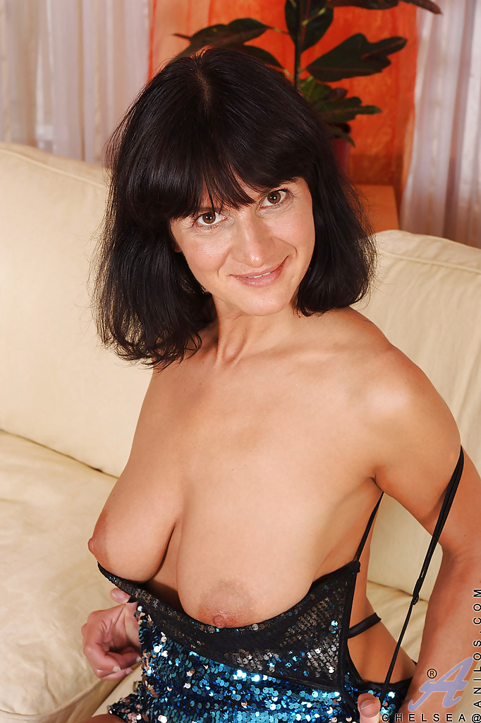 Mature brunette showing tits