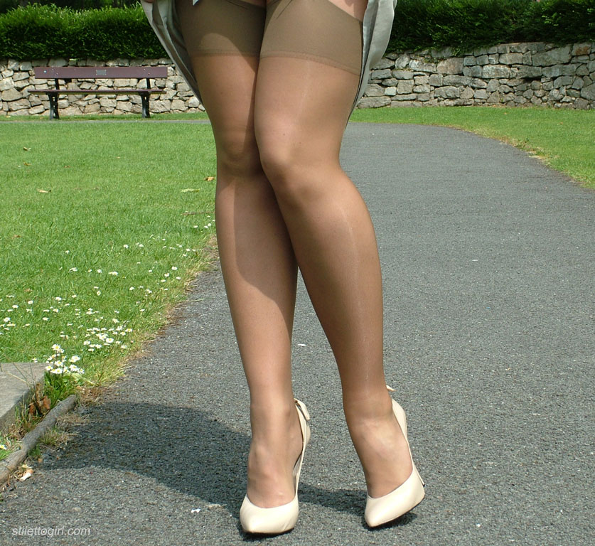 high-heel-nude-girls-in-public-place