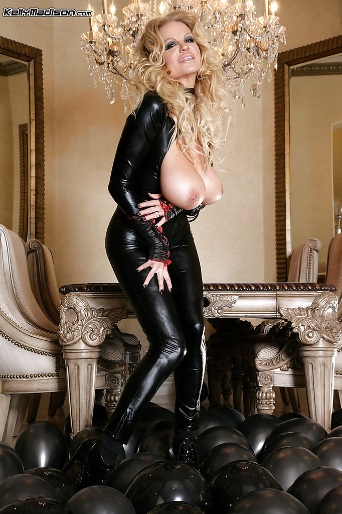 Need sexy milf in latex your