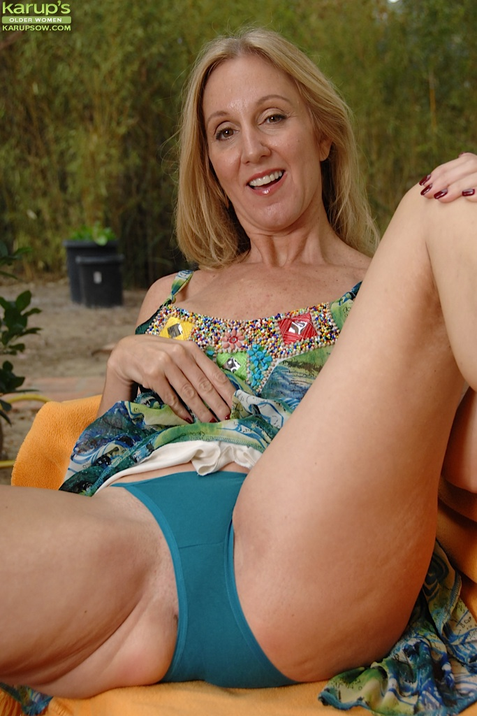 karups mature women outdoors