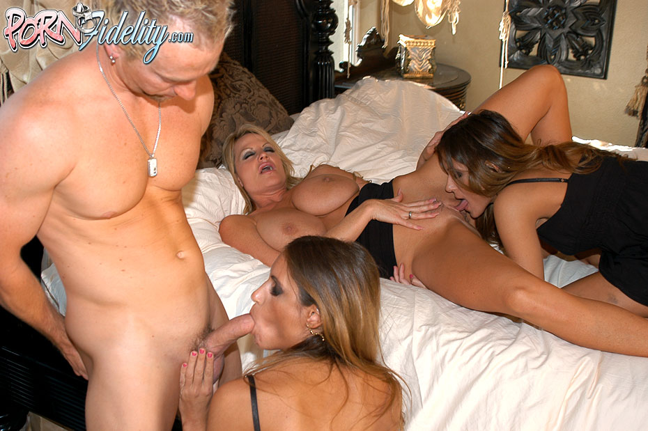 Big Tit Bimbo Threesome
