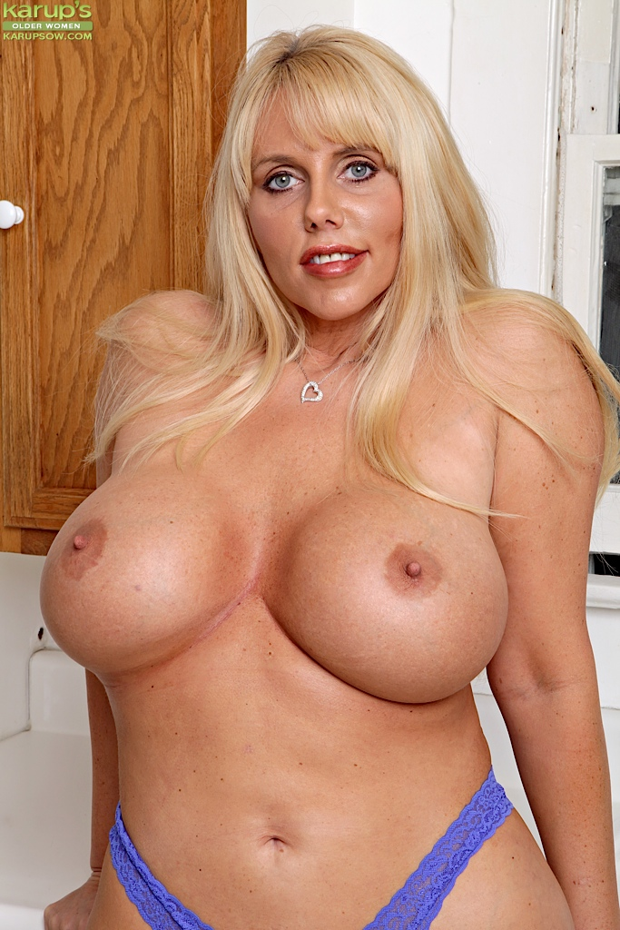 Recommend Blonde milf with big natural tits think