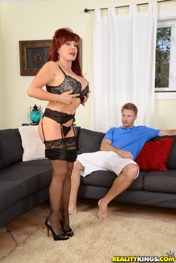 Sexy vanessa bella we hunt milf
