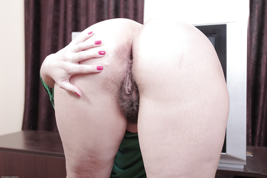 Pussy close wife up mature hairy