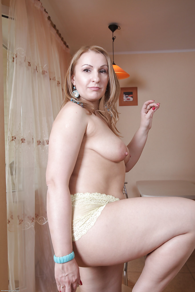 boob her knickers leg pantie privates showing tit