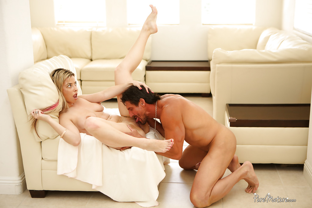 milf-alana-and-jaye-adores-pussy-licking